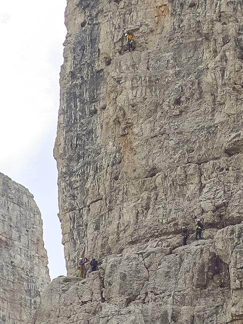 Brenta Dolomieten #16 (detail van vorige foto waarop klimmers te zien zijn)