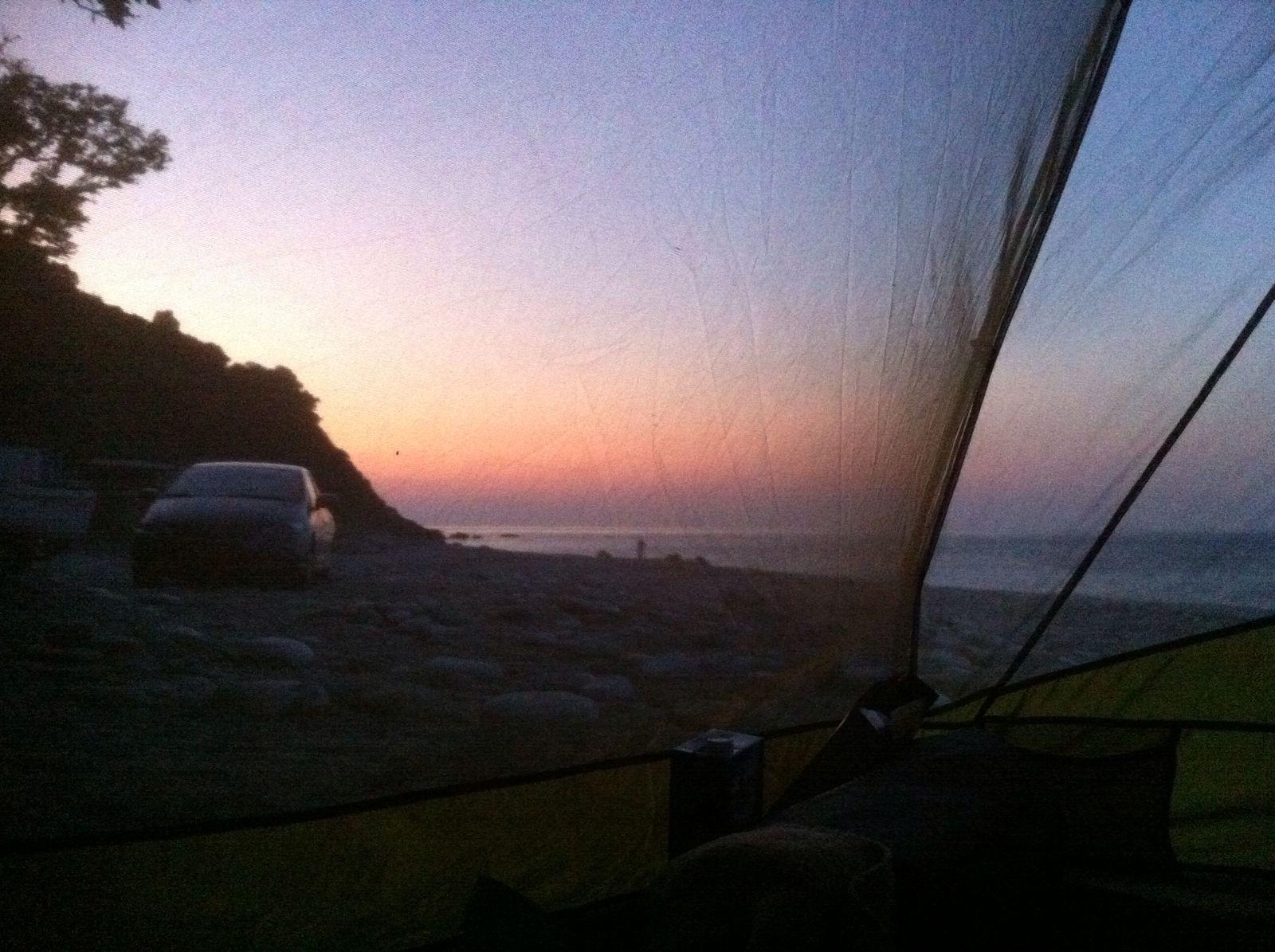 nu aan het kamperen op een verlaten strand, zonder internet. (vandaar mijn wat verlate reactie!) woensdag komt de rest van de familie aan en daar zie ik zolangzamerhand wel naar uit....