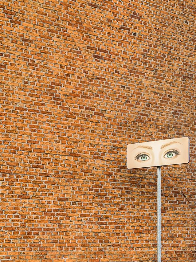 bord met ogen