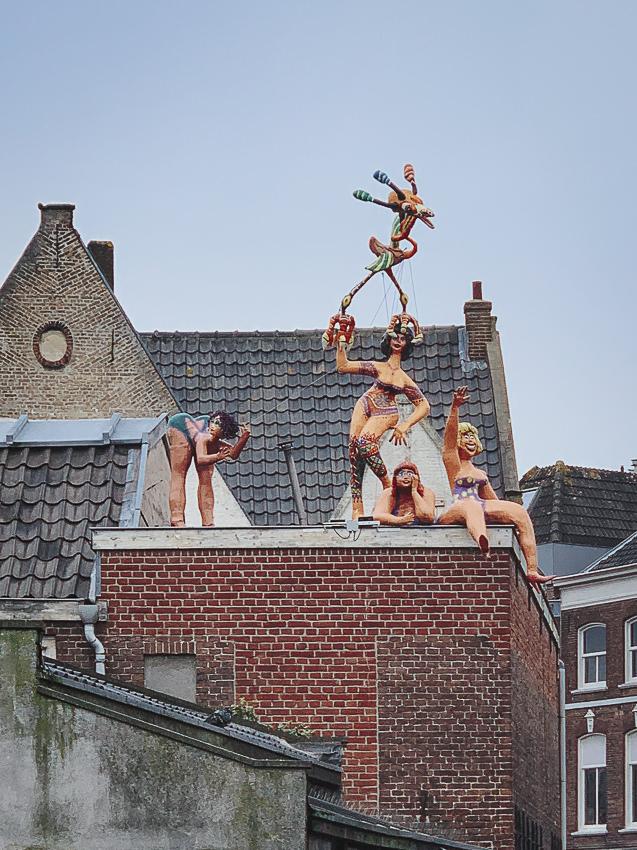vrouwen op een dak, Gouda